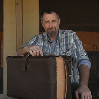 Saddleback leather prove their quality products with a full video content marketing funnel in this week's Video Worth Sharing.