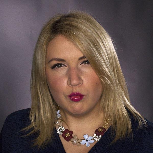 Emma de Maudave Video Marketing Specialist - strike a pose